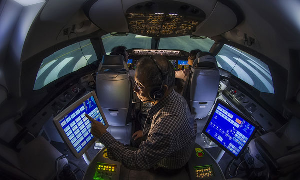 Boeing and Hainan Airlines Expand Pilot Training Agreement