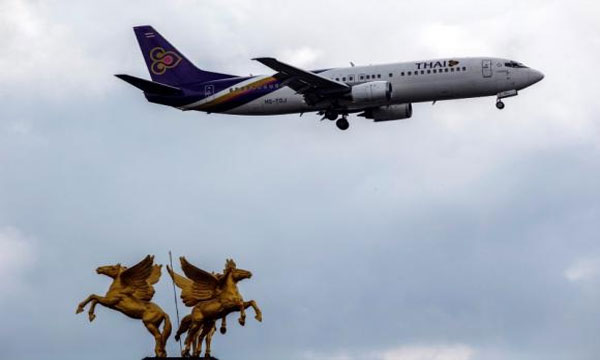 Asia airlines raise hedging volumes on oil price fall