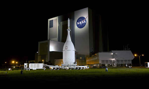 Orion Spacecraft arrives to Cape Canaveral's launch Pad 37