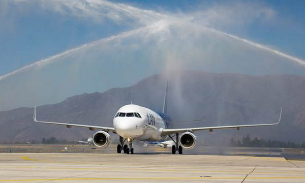 LAN takes delivery of first A321