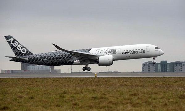 """Airbus A350 XWB makes its """"première"""" in Paris"""
