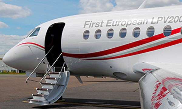 Dassault Falcon 2000LXS is first Business Jet to fly 200 ft minima instrument approach using europe's EGNOS LPV200 service